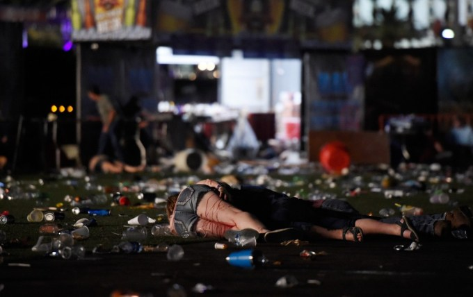 las-vegas-shooting-terror-country-concert-4-1506955004-1024x646